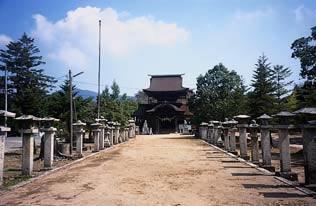 秋穗正八幡宫本殿、拜殿、楼门和厅屋