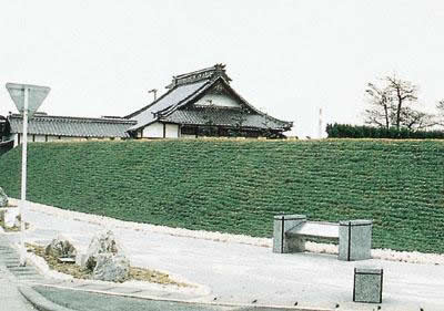 Katsueiji temple fieldworks and the former precinct