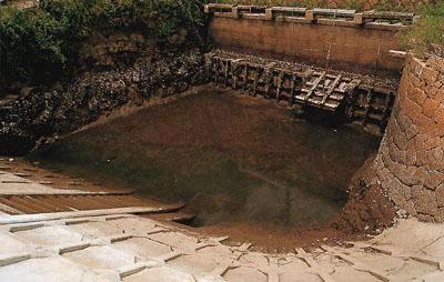 Remains of Suonada Land Reclamation and Takadomari Kaisaku Hamagocho Gutter Gates