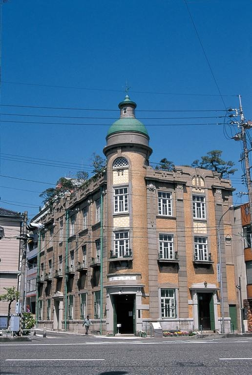 1. Shimonoseki Tourist Information Center (Former Akita Shokai Building)