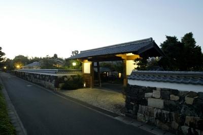 1. Hokumonyashiki