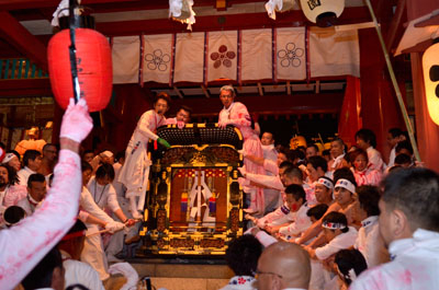 1. Hofu Tenman-gu Shrine God good luck festival (nude Bo festival)