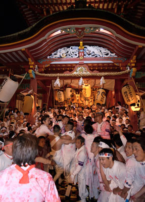 2. Hofu Tenman-gu Shrine God good luck festival (nude Bo festival)