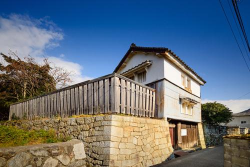 1. Masasuke Yamatoya's boathouse .