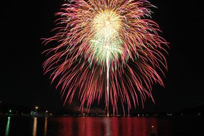 3. Nagato Senzaki Fireworks Festival