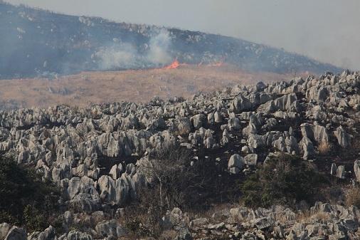 4. 秋吉台山燒
